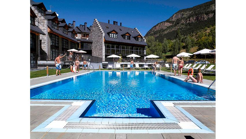 HG-detalle-piscina-y-jardin