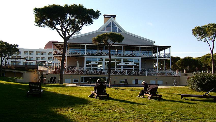 AC-el-portil-golf-jardín-vista